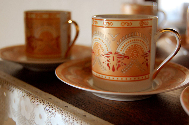 graphic of two coffee cups and saucers